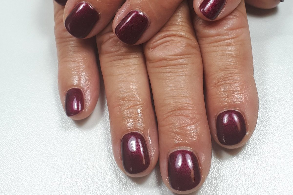 Beauty & care by Ninon offers gel varnish treatments as well